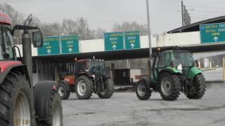 Гръцки фермери блокираха движението към Солун