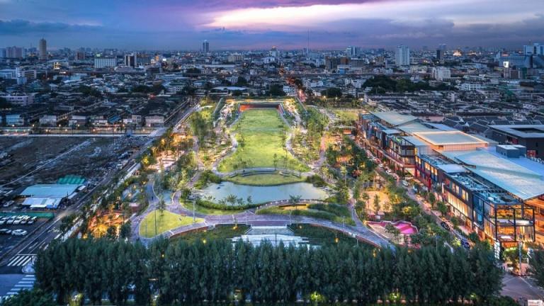 Лятото е дъждовният сезон в Тайланд, когато столицата Банкок и