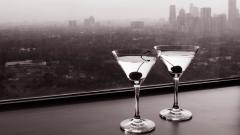 Смесването на енергийни напитки с алкохол е вредното колкото кокаина