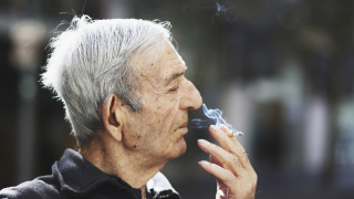 Около 1 млрд. души по света пушат всекидневно
