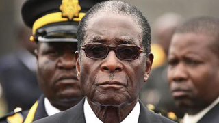 """Мугабе посрещна с """"отворени обятия"""" делегати от ЕС"""