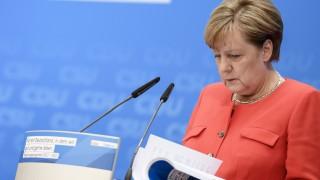 Консерваторите на Меркел водят убедително с 16 на сто