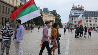 Словесни пререкания между протестиращи и минувачи на 38-ия ден от протестите