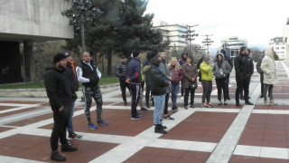 В Благоевград протестират заради затварянето на фитнесите