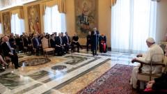 Папата зове властниците в Давос: Хората, а не печалбата да са в основата на политиката