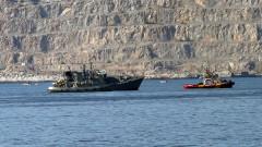 Двама моряци ранени при сблъсък на гръцки миночистач с контейнеровоз