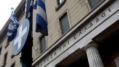 Гърците панически теглят депозити