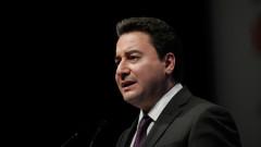 Ключова фигура напусна партията на Ердоган