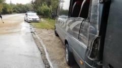 Пътнически микробус се преобърна, 10 души са ранени