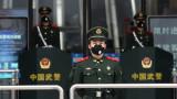 Медии публикуват кадри с падащи хора по улиците в Китай