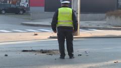Жена загина при челен сблъсък между кола и бус