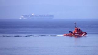 Испански боен кораб пусна химна на страната и премина край Гибралтар