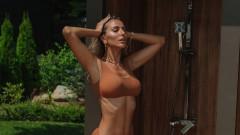 Лятото е по-горещо с Александра Петканова по бански
