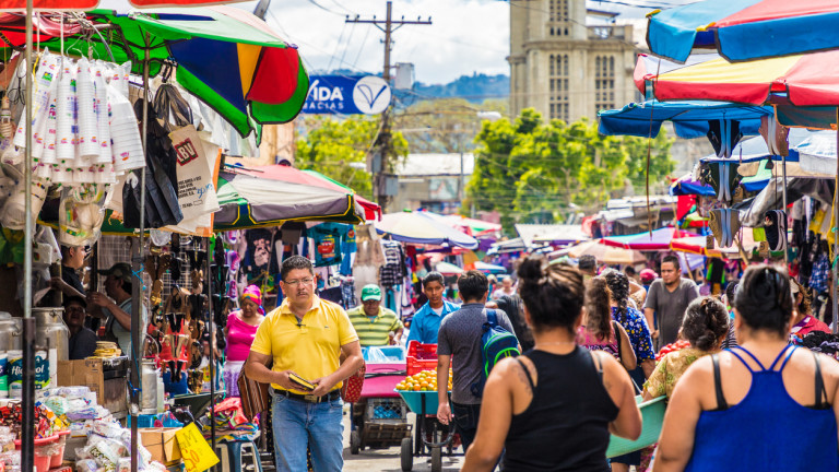 Президентът на Салвадор обяснява в Twitter за проблемите, свързани с приемането на биткойна