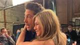 """Дженифър Анистън, Дейвид Шуимър и новата им снимка зад кулисите на """"Приятели: Отново заедно"""""""