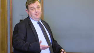 За Каракачанов няма основания за санкция срещу ген. Стойков