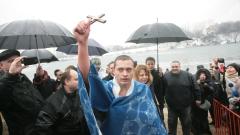 """""""Водата е приятна"""", обяви 18-годишният Александър, извадил кръста в София"""