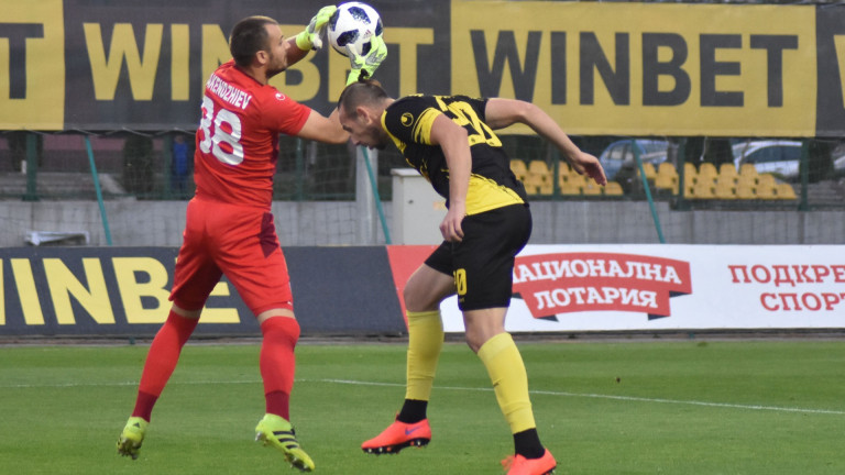 Черно море се раздели с двама футболисти. Договорите на вратаря