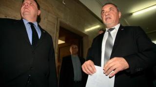 Каракачанов застана до Валери Симеонов