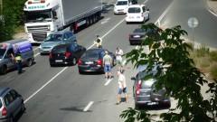 Верижна катастрофа затрудни движението край Симитли