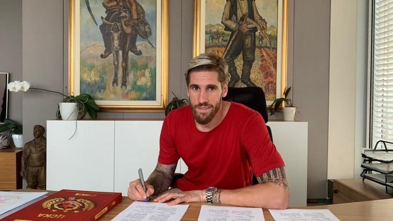 С личен кондиционен специалист е пристигнал в България новият футболист