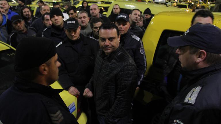 Таксиджиите развълнуваха депутатите