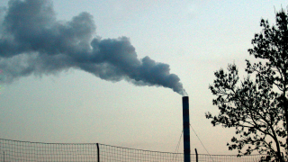 Екоиспекцията на крак заради оплаквания от миризма на нефт в Бургас