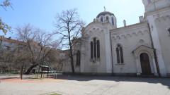 """Премахнаха пейките около столичния храм """"Свети Георги"""""""