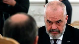 Премиерът на Албания застана зад Тачи срещу международния съд