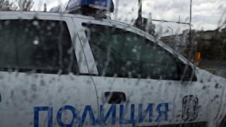 Двама полицаи загинаха след челен удар в линейка