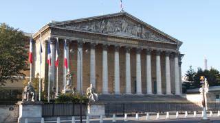 Парламентът на Франция разреши на Макрон да промени Кодекса на труда