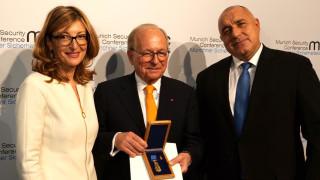 Наградихме със Златната лаврова клонка шефа на Мюнхенската конференция по сигурност