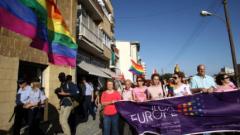 Хиляди се включиха в първия гейпарад в Кипър