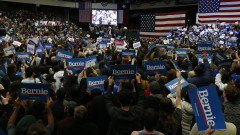 Бърни Сандърс убедително води в Невада дни преди вота