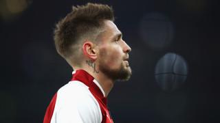 Aрсенал се раздели със защитник