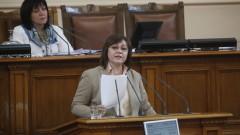 Нинова нападна Борисов, че го е страх да застане пред депутатите