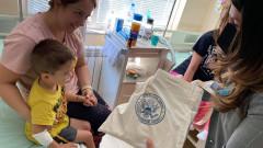 Посолството на САЩ подари играчки на детски отделения по случай 4 юли