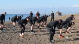 Локомотив (Пловдив) тренира на плажа в Анталия