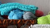 Жените от Сливенския затвор стоплиха с 950 шапки и шалове бездомни