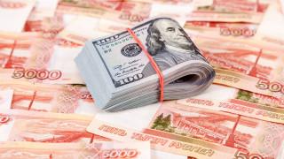Рублата удари едногодишен връх срещу еврото
