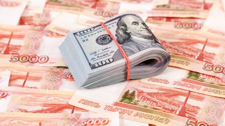 Руснаците с банкови депозити в долари може да бъдат принудени