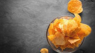 """Момче ослепя след """"диета"""" от чипс и картофи"""
