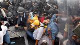 Тайландската полиция разпръсна протест със сълзотворен газ