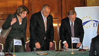 """ГЕРБ в ЕНП, Борисов обявен за """"абсолютен лидер на десните"""""""