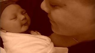 Пинк показа новородения си син