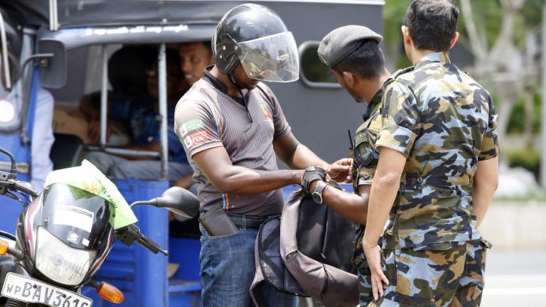 Министърът на отбраната на Шри Ланка Хемасири Фернандо подаде оставка