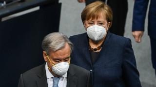 Меркел към германците: Поздравявайте се онлайн за празниците