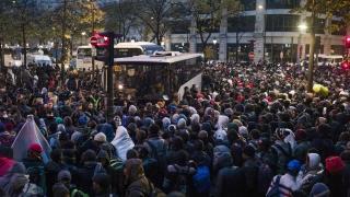 """Разчистват мигрантския лагер край парижката метростанция """"Сталинград"""""""