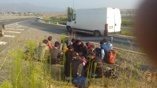 "Хванаха 45 нелегални мигранти от Афганистан и Пакистан на АМ ""Хемус"""