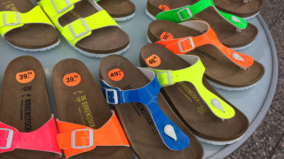 Емблематичната марка сандали, която направи двама братя от Германия милиардери